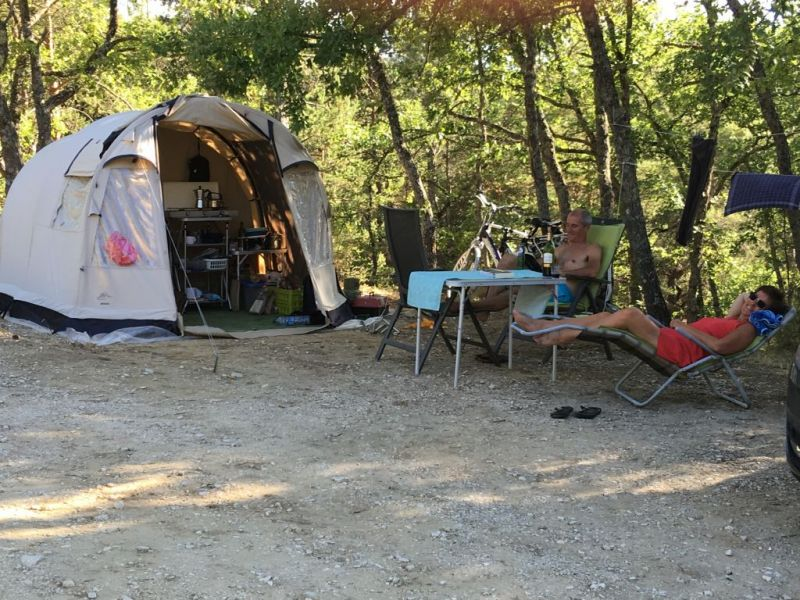 emplacement-camping-rustrel-
