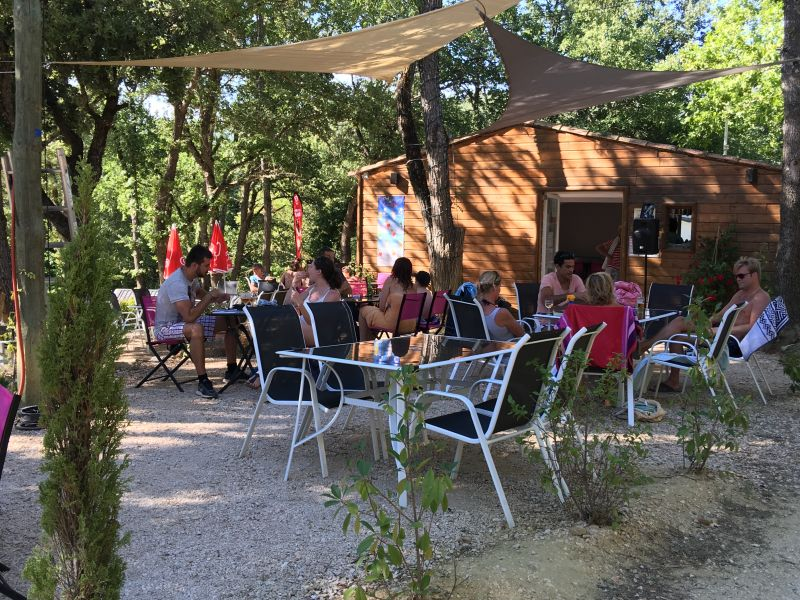 la-terrasse-snack-bar-camping-le-colorado-